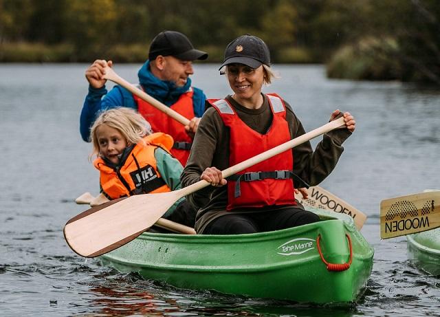 Paddla kanot med barn i Åre